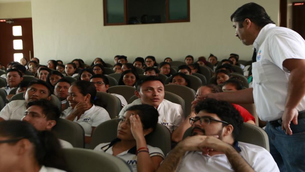 FGE lleva programas preventivos al oriente de Yucatán