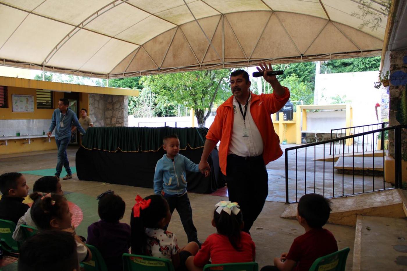 "Visita al preescolar ""Ángela González Benitez de la Peña"" en Izamal"