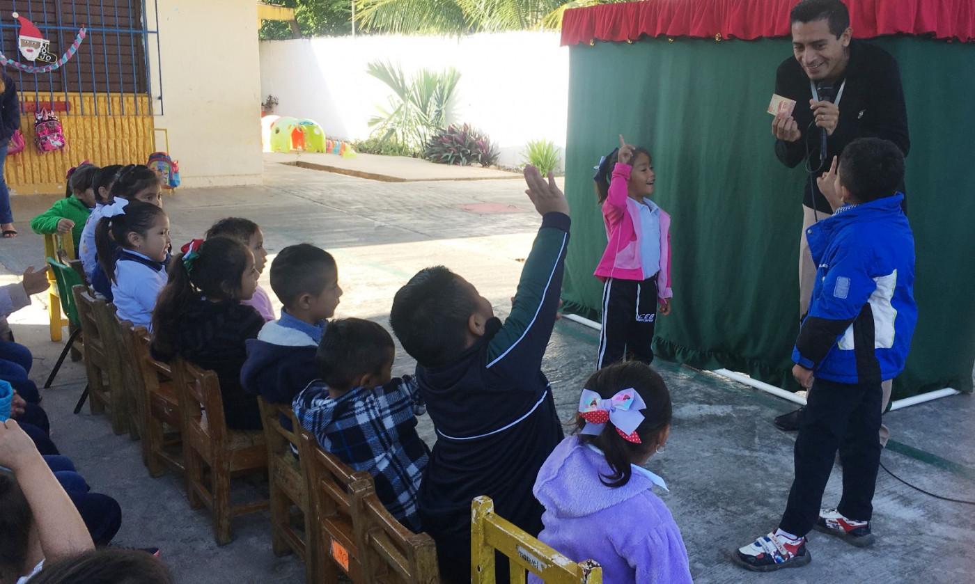 Programa Xux Donde Quiera Que Estés en el Jardín de niños Lorenzo Zavala