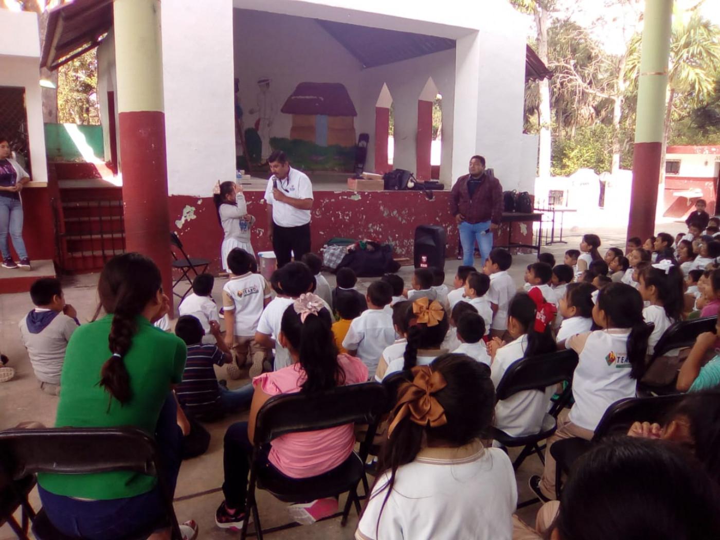 """Visita a la primaria la primaria """"Benito Juárez"""" en el municipio de Teabo"""