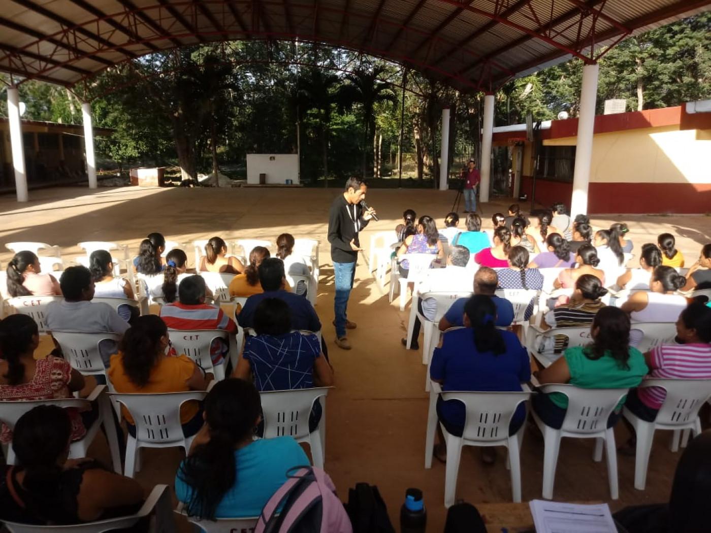 Visita a la escuela Secundaria Técnica #30 de Tzucacab