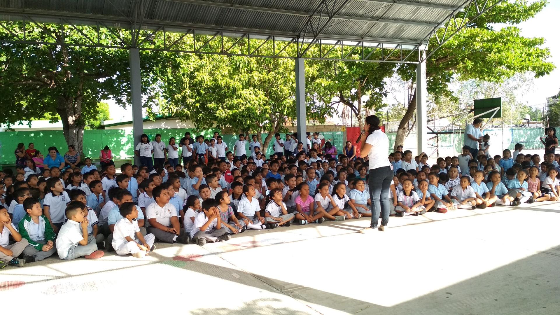Pláticas en la escuela Bertha María González Rodríguez