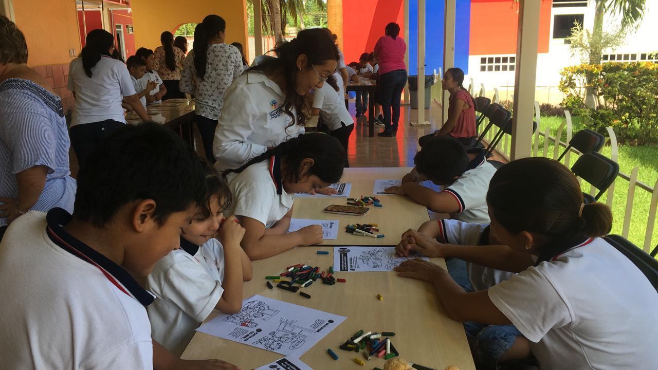 Visita a la primaria María Luisa Pérez M. en Ticul