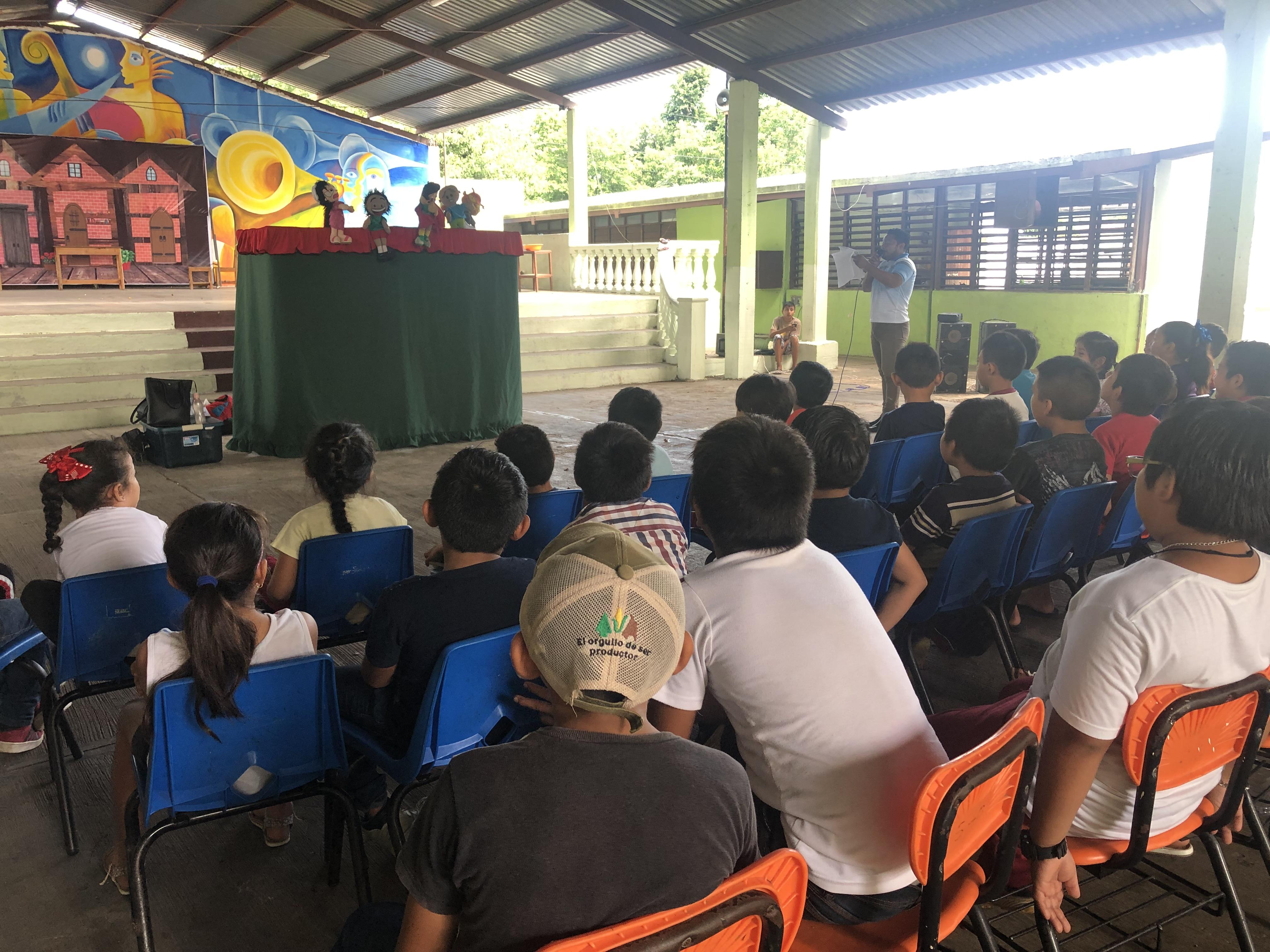 Visita a la primaria Vicente Guerrero en el municipio de Chocholá