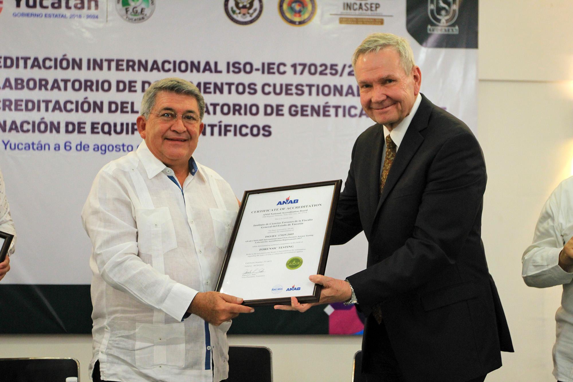 Laboratorios de la Fiscalía obtienen acreditación internacional